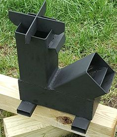 Gravity Feed Rocket Stove for Cooking. Efficient Stove and burns clean and leaves little ash. Ecozoom and Silver Fire Rocket Stove Rocket Stove Design, Diy Rocket Stove, Rocket Heater, Rocket Stoves, Metal Projects, Welding Projects, Cool Diy, Diy Zelt, Materiel Camping