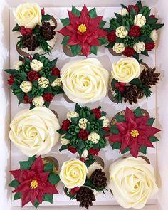 Christmas Cupcake Cake, Mini Christmas Cakes, Christmas Cupcakes Decoration, Christmas Cake Designs, Christmas Sugar Cookies, Christmas Goodies, Xmas Cakes, Cupcake Birthday, Christmas Ideas
