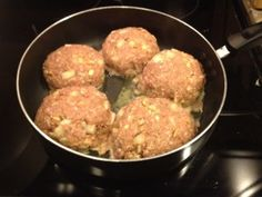 Turkey burgers:  1 package lean ground turkey  1/2 onion chopped  1/4 apple chopped  2 cloves garlic minced  1/2 cup oats  pepper  worcestershire  I like to cook mine in a pan covered for half the time because that way they stay moist and the fat cooks off.