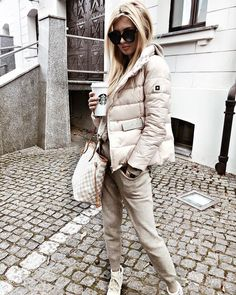 💙 Get free feedback on your own looks & rate other outfits 💙 How many stars would you rate this look ? Rate fashion and get feedback on your style from all over the world 🌎 The Comfy Fall Outfits, Sporty Outfits, Winter Fashion Outfits, Sporty Style, Mode Outfits, Fall Winter Outfits, Autumn Fashion, White Jacket Outfit, Look Street Style
