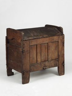 ark or clamp-front chest circa 1550-1650