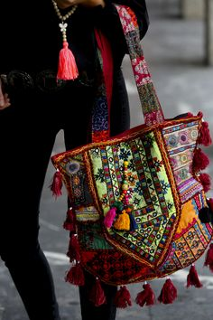 Mundo Hippie, Gypsy Bag, Sacs Design, Hippy Chic, Boho Bags, Jute Bags, Linen Bag, Embroidery Fashion, Quilted Bag