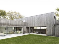 I have no idea where this house locates: vertical timber cladding/simple timber box Wood House / UNIT Arkitektur AB Timber Cladding, Exterior Cladding, Wood Architecture, Residential Architecture, Installation Architecture, Sweden House, Wooden Facade, Scandinavian Home, Foyers