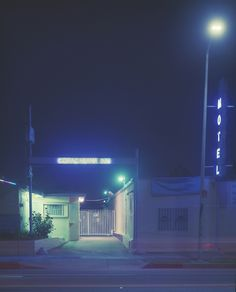 Photographer Vicky Moon has roamed Los Angeles' streets at night in order to capture neon signs. Night Aesthetic, Blue Aesthetic, Aesthetic Vintage, Neon Noir, Detroit Become Human, Night Photography, Dreamy Photography, Photo Reference, Neon Lighting