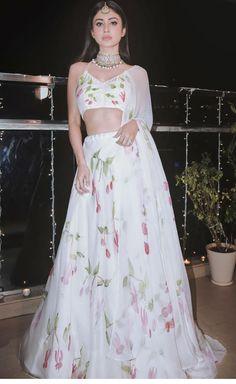 Party Wear Indian Dresses, Designer Party Wear Dresses, Indian Gowns Dresses, Dress Indian Style, Indian Fashion Dresses, Indian Wedding Outfits, Indian Designer Outfits, Indian Outfits, Indian Attire