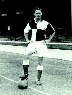Dundee strange shirt, 1952. Thanks to Historicalkits.co.uk