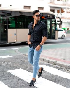 Mens Dress Outfits, Shirt Outfit, Men Dress, Casual Outfits, Fashion Outfits, Smart Casual Menswear, Men Casual, Mens Light Wash Jeans, Caballero Andante
