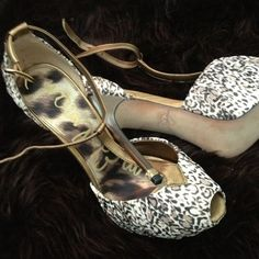 SALE!!-OPEN TO reasonable OFFERS   listed $170 FLASH SALE $126!!!!!!! Sam Edelman Shoes