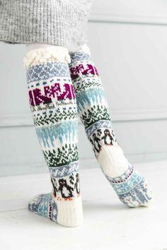 Crochet Socks, Knitting Socks, Knit Crochet, Christmas Stocking Pattern, Christmas Stockings, Woolen Socks, Patterned Socks, Leg Warmers, Wwe