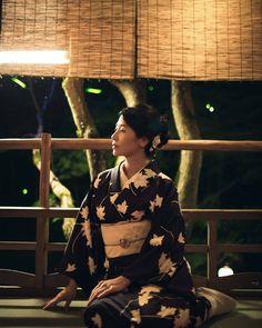 Asian Woman, Sari, Japanese, Beautiful, Women, Fashion, Saree, Moda, Japanese Language