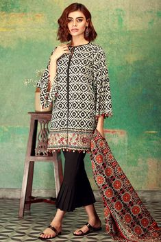Khaadi Unstitched 3 Piece Mid Summer Collection 2017 with model Sadaf Kanwal Beautiful Pakistani Dresses, Pakistani Dresses Casual, Pakistani Dress Design, Casual Dresses, Fancy Dress Design, Stylish Dress Designs, Frock Fashion, Women's Fashion Dresses, Eastern Dresses