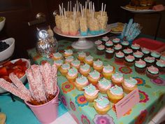 Dessert Table, blue and pink fondant owl cupcakes
