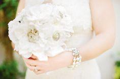 Bouquet de mariage avec broches