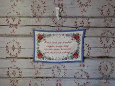 """Pilsner och Pigment:         Vår sovrumsvägg..""""små ord av kärlek sagda ..."""