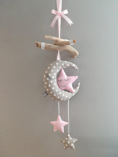Mobile baby moon stars children's room decoration – Mobile Baby Mond Sterne Kinderzimmerdekoration – Mobiltelefon Childrens Room Decor, Baby Room Decor, Nursery Decor, Room Baby, Baby Crafts, Felt Crafts, Diy And Crafts, Baby Mond, Unique Gifts For Girls