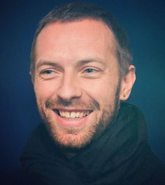 Chris chris Great Bands, Cool Bands, Chris Martin Coldplay, Face The Music, Me Me Me Song, Beautiful Men, Songs, Guys, Blue Eyes