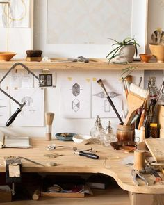 Abby Seymour – Story of Things Images: Amorfo Styling: Petrina Turner Design Studio Room, Home Studio, Creative Suite, Creative Studio, Jewelry Studio Space, Jewellery Shop Design, Workspace Design, Workbenches, Shop Plans
