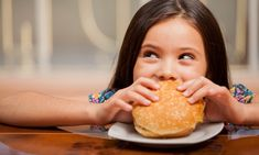 How to Keep Kids Away From Fast Food: Eating fast foods is an easy and inexpensive alternative to cooking meals at home, especially on busy… Healthy Cat Treats, Healthy Kids, Healthy Snacks, Eating Healthy, Healthy Living, Healthy Recipes, Free Kids Meals, Lunch On A Budget, Oatmeal Bites
