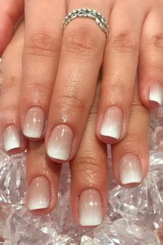 New French Manicure Gel Nails Ombre Ideas French Manicure Short Nails, Short Gel Nails, Short Nails Art, French Manicure With Design, American French Manicure, French Manicure Gel Nails, French Fade Nails, Summer French Nails, Nail French