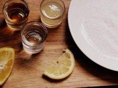 Cómo hacer un cóctel Margarita para amenizar las veladas de verano