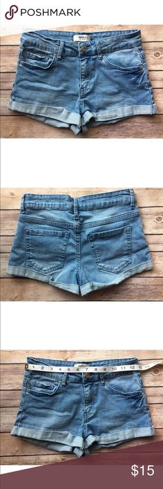 Forever 21 short jeans size 28 In excellent condition no stains rips or holes. Forever 21 Shorts Jean Shorts