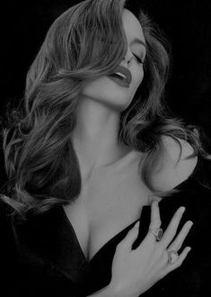 black and white Black And White Portraits, Black And White Photography, Model Poses Photography, Fashion Photography, Art Photography Women, Angelina Jolie Pictures, Angelina Jolie Photoshoot, Foto Glamour, Art Beauté