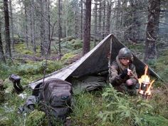A stick is all you need for this pitch – Kota Amano – bushcraft camping Bushcraft Camping, Bushcraft Backpack, Bushcraft Kit, Ultralight Backpacking, Camping Set Up, Camping And Hiking, Outdoor Survival, Outdoor Camping, Wild Camp