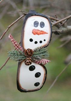 17 Recycled Crafts Ideas for Christmas tree ornaments - Kunsthandwerk Diy Christmas Ornaments, Homemade Christmas, Christmas Snowman, Winter Christmas, Christmas Holidays, Whoville Christmas, Christmas Bread, Quilling Christmas, Christmas Scenes