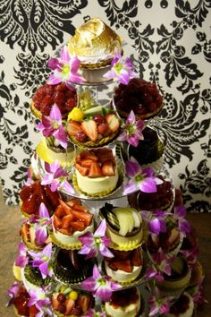 Cute dessert display! mywedding.com Grooms Table, Cute Desserts, Mini Cheesecakes, Receptions, Catering, Food And Drink, Cupcakes, Entertaining, Display