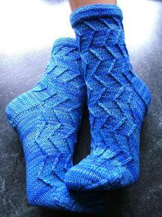 Mustersocken | Herzlich Willkommen in Sonja´s Sockenland | Seite 2 Mitten Gloves, Mittens, Cosy Outfit, Ladies Gents, Knitting Socks, Knit Socks, Needlework, Knit Crochet, Slippers