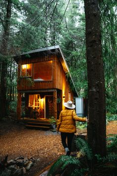 Looking for a rainforest escape on Vancouver Island? Check out the Fern Gully Cabins located near Port Renfrew for a magical stay in the forest! This Vancouver Island cabin rental needs to be on your bucket list! Forest Cabin, Forest House, Tiny House Cabin, Tiny House Design, Tiny Cabins, Tiny Houses, Cabins In The Woods, House In The Woods, Cabana
