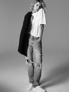 Anja Rubik poses in Paris for Zara's new editorial called, markBack to Minimal. Featuring fall-winter 2019 styles, basic pieces stand out in studio and… Anja Rubik, Lookbook Mode, Fashion Lookbook, Denim Editorial, Editorial Fashion, All Black Looks, Fall Looks, Zara Models, Models