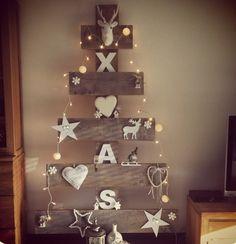 Ideas de inspiracion por _Time for fashion. Cute Christmas Decorations, Christmas Arts And Crafts, Holiday Crafts, Holiday Decor, Cabin Christmas, Christmas Wood, Christmas Wreaths, Xmas Tree, Diy And Crafts