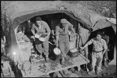 Cooks from the (Maori) Battalion preparing food, Southern Italy - Photograph taken by George Frederick Kaye Nz History, Erwin Rommel, Brothers In Arms, Ww2 Photos, Maori Art, Southern Italy, First Nations, Anthropology, World War Two
