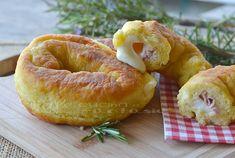 Ciambelle di patate salate con prosciutto e mozzarella