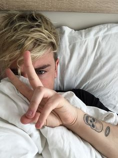 Find images and videos about cute, boy and bae on We Heart It - the app to get lost in what you love. Connor Maynard, Jack And Conor Maynard, Male Youtubers, British Youtubers, Wesley Johnson, Jack Johnson, Ray Diaz, Buttercream Squad, Long Distance Best Friend