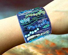 Stammes-Manschette Armband mit Perlen und von Gemsplusleather