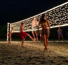 Beachvolleyball bei Nacht ⭐️