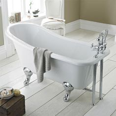 The beautiful Kensington 1500 Luxury Slipper Freestanding Bath will give your bathroom the ultimate centrepiece. Comes with chrome leg set. Buy online.