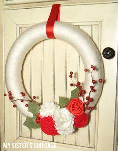 My Sister's Suitcase: Handmade Gift: {Christmas Yarn Wreath}