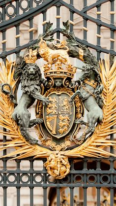 Royal Crest, Buckingham Palace, London, England.