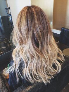 Blonde/light brown ombré hair with beach waves from thedaysofkate.