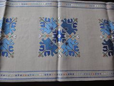 Vintage-Hand-Embroidered-Linen-Table-Runner-with-Beautiful-_57.jpg (1600×1200)