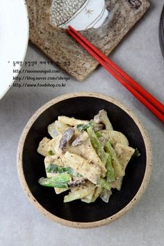 전 이런 반찬 참 좋아해요.ㅋㅋ 특히나 반찬에 고운 들깨가루가 들어가면 어찌나 맛이 좋은지... 꼬소하고 ... Cooking Recipes For Dinner, Bean Soup, Korean Food, Feta, Meals, Ethnic Recipes, Recipes Dinner, Meal, Chef Recipes