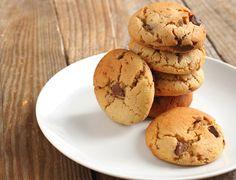Une sorte de cookies que j'aime beaucoup, car ils ont un petit côté sucré-salé et sont très tendres ! Cookies au beurre de cacahuètes !