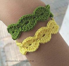 Great for around hats ALL ABOUT CROCHET: FREE PATTERN: Scallop Bracelet http://gemmyandcrochet.blogspot.ae/2014/08/free-pattern-scallop-bracelet.html
