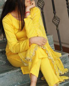 Pakistani Fashion Party Wear, Punjabi Fashion, Indian Fashion Dresses, Indian Outfits, Indian Attire, Indian Wear, Suit Fashion, Fashion Outfits, Yellow Kurti