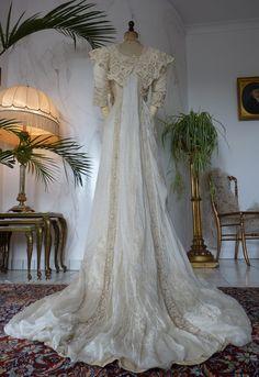 www.antique-gown.com images sampledata Kleider 1900-1919 1912_Belle_epoque_wedding_gown 28_antique_bridal_gown.JPG