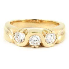 A beautiful 3-stone setting! #finejewelry #londongold #diamondring