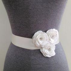 White flower sash, Floral sash, Rhinestone embroidery belt, Bridal sash, Wedding gown sash, Dress sash,Jeweled sash,Beaded sash,Crystal belt